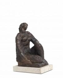 Mujer sentada 2013